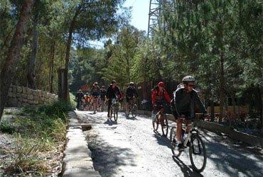 camping puente senderismo Vía verde con bicis - CAMPING PUEBLO BLANCO