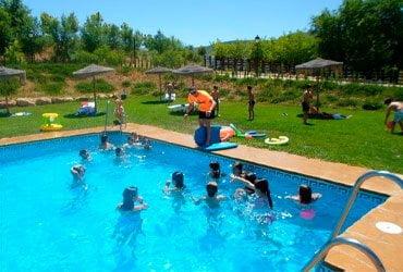 camping puente piscina - CAMPING PUEBLO BLANCO